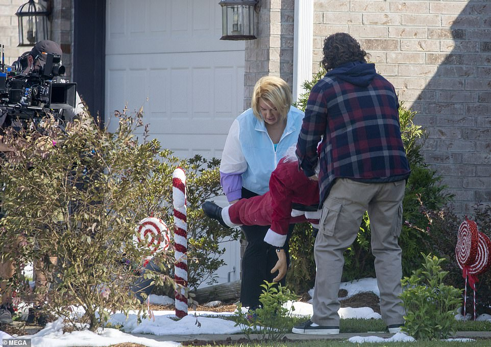 Heavy lifting:The scene appeared to be somewhat comical, as she and the other male actor were seen carrying a Santa Claus mannequin by its head and feet, as if they were moving a dead body